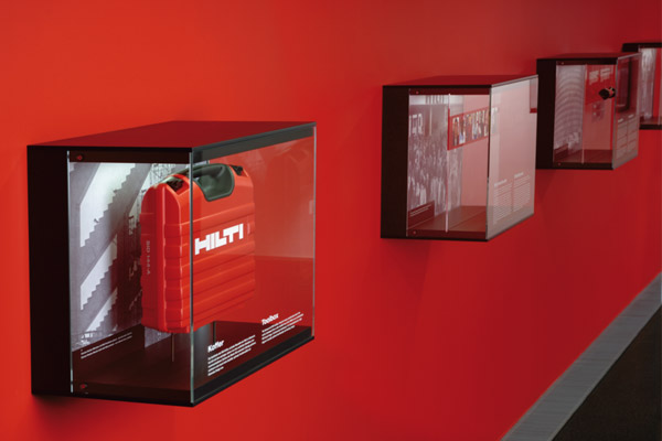 hilti brandworld – vitrinen firmengeschichte