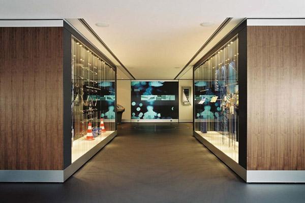 wall showroom – high tech