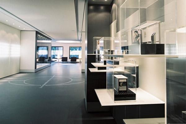 wall showroom – modellpanorama mit blick zurück zur lounge